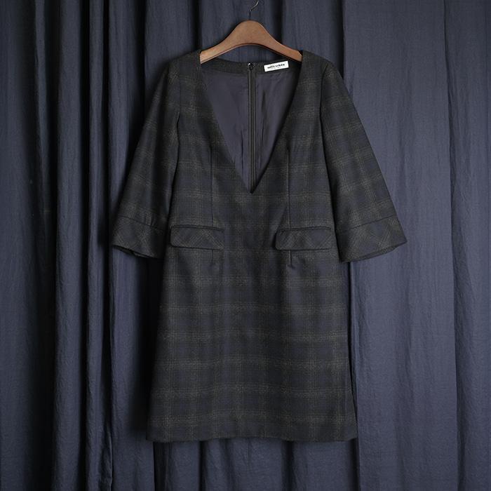 MILA SCHON / made in japan  밀랴숀 딥 브이넥 체크 원피스