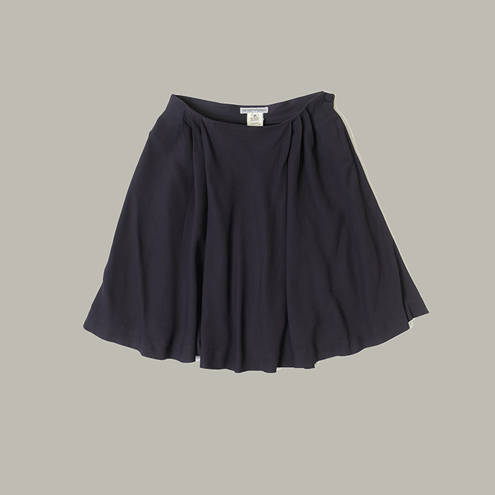 엠포리오 알마니 / Made in italy  Emporio armani flare skirt