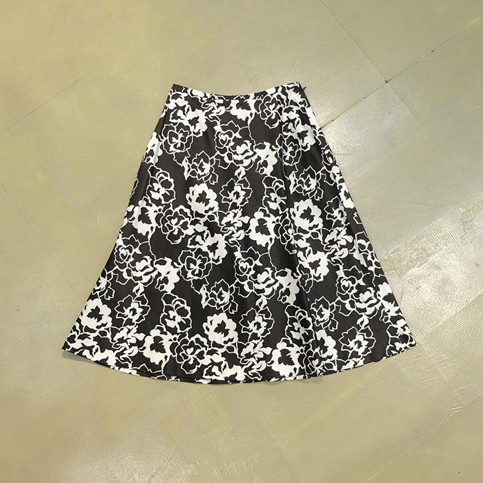 버버리  Burberry flowerpattern skirt